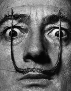 《直立する二人の番兵のように、私の口ひげは真の私への入り口を守っている》Like Two Erect Sentries, My Mustache Defends the Entrance to My Real Self, 1954