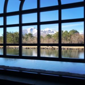 4月20日 開館前日!窓越しに見える磐梯山